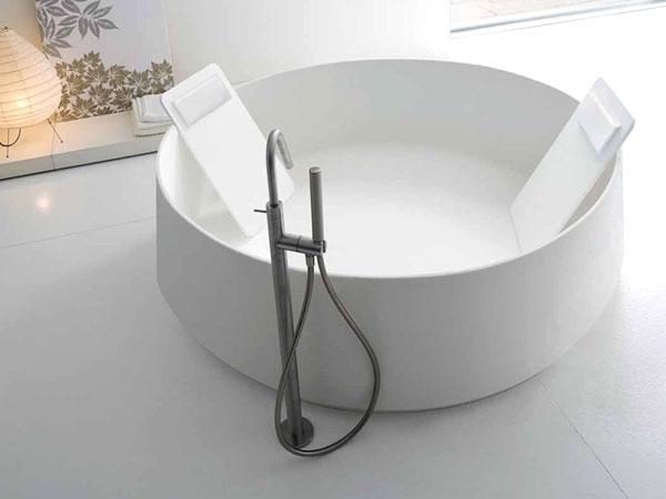人造石浴缸是舒适的选择